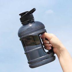 내손안의 대용량 물통 1.89리터 CH1726117B