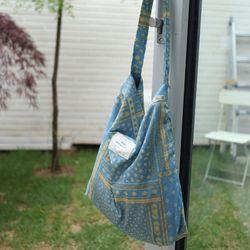 리버서블 양면 블루패턴 호보백가방
