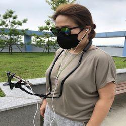 조깅운동 산책걷기 스마트폰 목거치대 유튜브넷플릭스