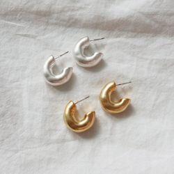 볼드 무광 하프 링 귀걸이 티타늄침 (2color)