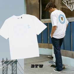 캣 버틀러 백 프린트 반팔 티셔츠 (화이트)