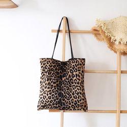 킹덤 호피무늬 레오파드 숄더 에코백