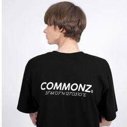 [당일발송] 커먼즈 남녀공용 로고 세미 오버핏 티셔츠-블랙