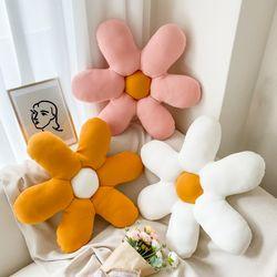 플라워 3D 입체 쿠션 방석 꽃 소파 감성 애착 3색상
