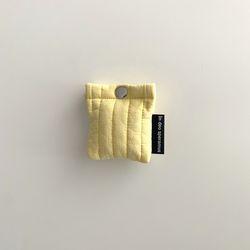 패딩 옐로우 에어팟 케이스 (Quilting yellow airpods case)