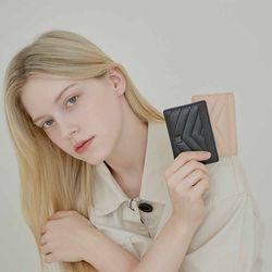모어 퀼팅 카드 지갑(AG2C21901D)