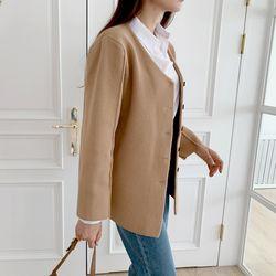 여자 겨울 오피스룩 꾸안꾸패션 기본 절개 버튼 자켓